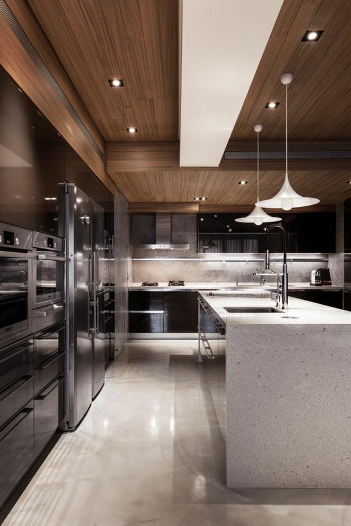 fachadas-modernas-cocina-en-negro-y-blanco-elementos-de-madera-lamparas-colgantes