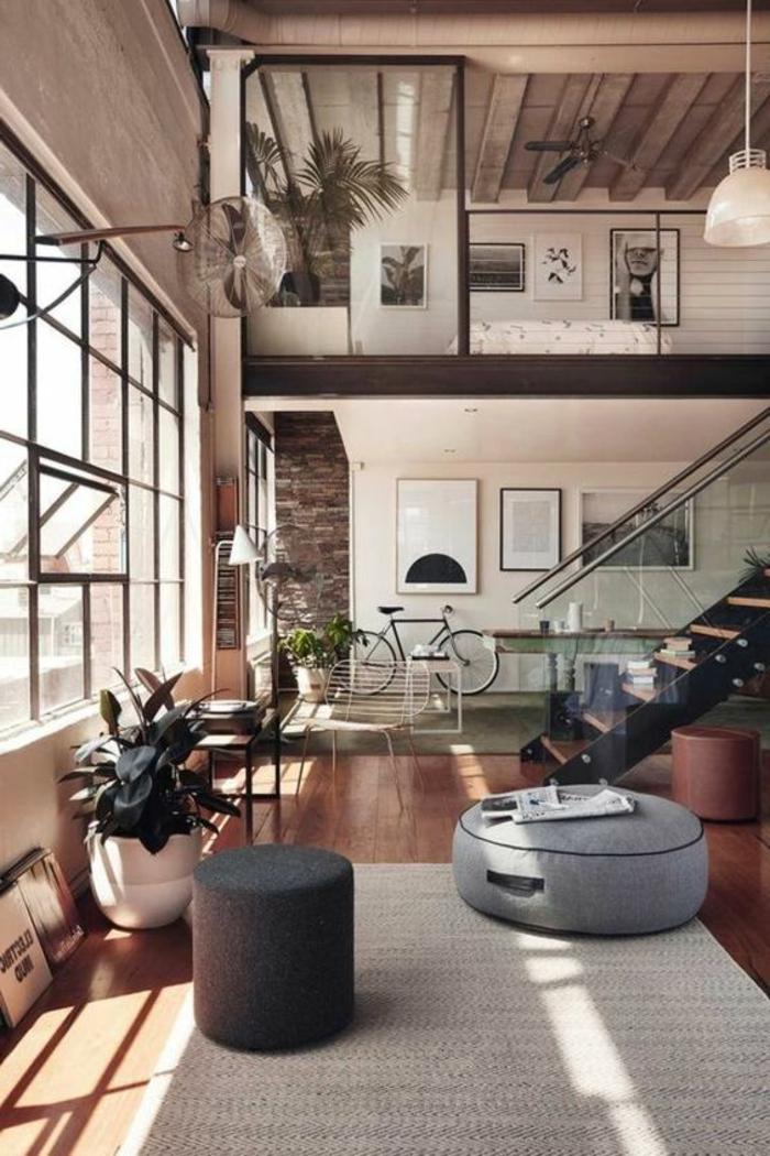 fachadas-modernas-dos-pisos-grandes-ventanas-muebles-de-madera-escalera-taburetes