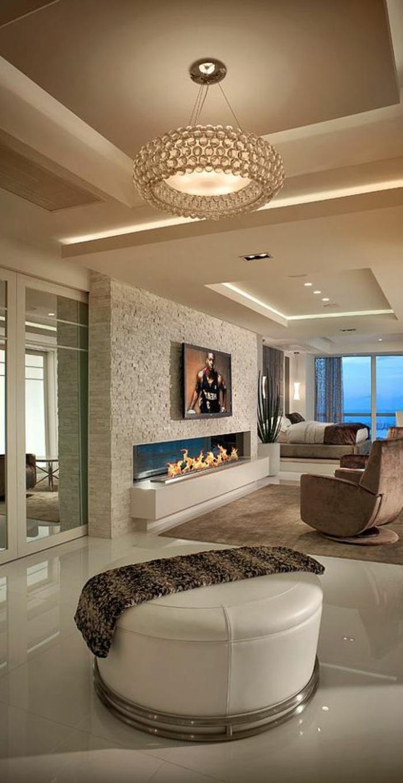fachadas-modernas-sillon-marrón-chimenea-de-diseño-tonos-claros-ventanas-francesas