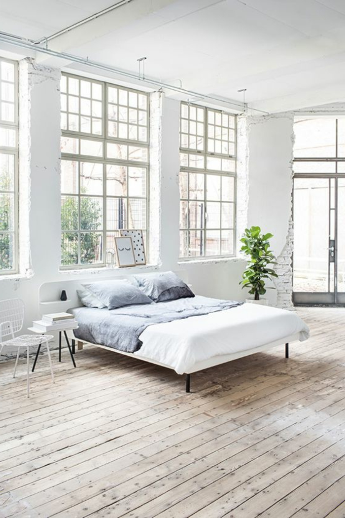 fachadas-modernas-suelo-de-madera-cama-simple-silla-de-metal-paredes-blancas