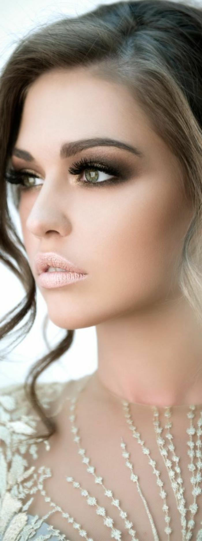 ojos-ahumados-linda-mujer-ojos-verdes-maquillaje-tonos-verdes-y-marrones