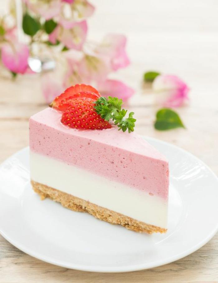 postres-sin-horno-tarta-de-fresa-y-crema-de-vanilla-base-de-biscotas