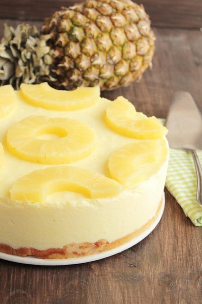 postres-sin-horno-tarta-de-piña-limón-crema-biscotas