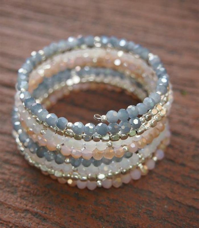 pulseras-de-moda-piedras-preciosas-en-tono-azul-rosa-blanco