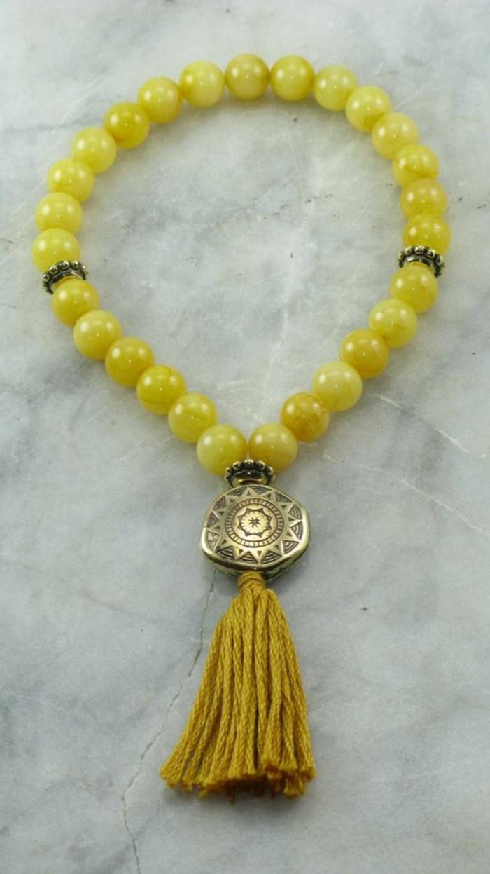 pulseras-de-plata-perlas-en-amarillo-con-mandala-y-borla