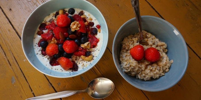 recetas-de-tartas-sin-horno-frutas-yogur-nueces