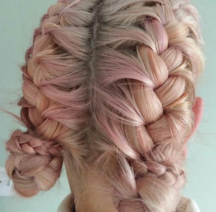 recogido-pelo-corto-rubia-mechones-rosas-peinado-dos-trenzas-idea-interesante