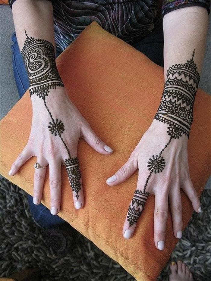 tatuajes-de-henna-en-los-manos-para-mujer-dibujo-interesante
