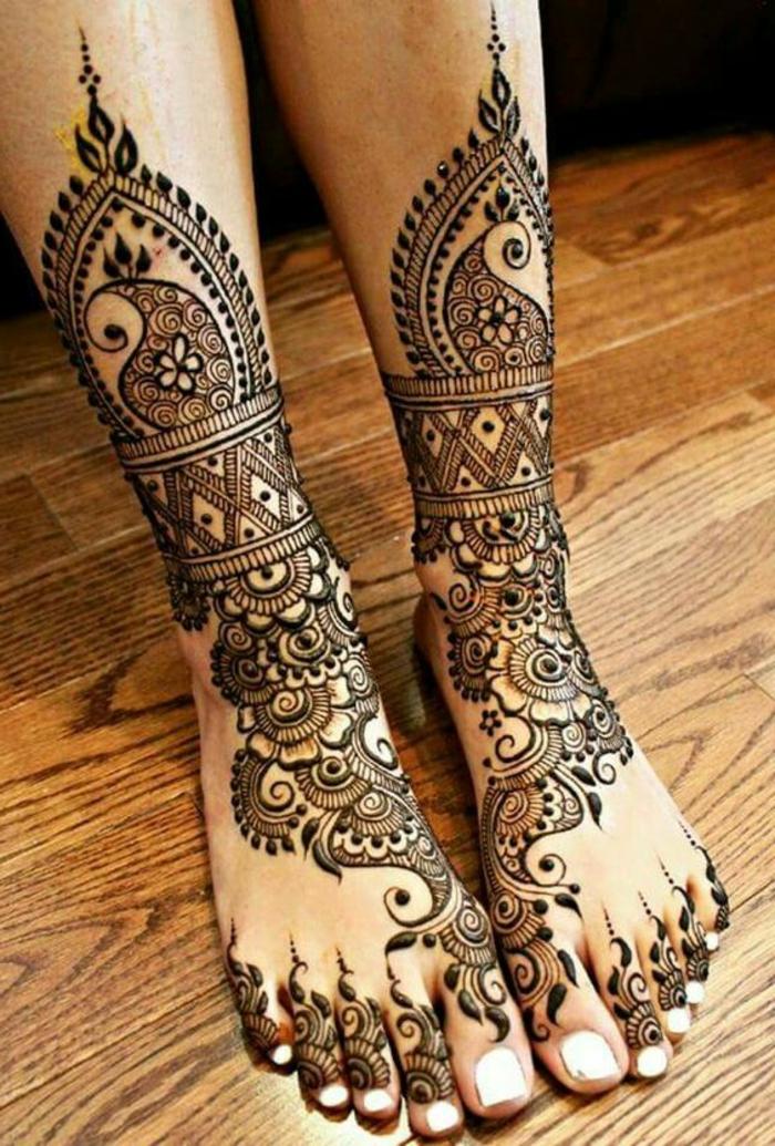 tatuajes-de-henna-en-los-pies-dibujos-de-flores-para-mujer