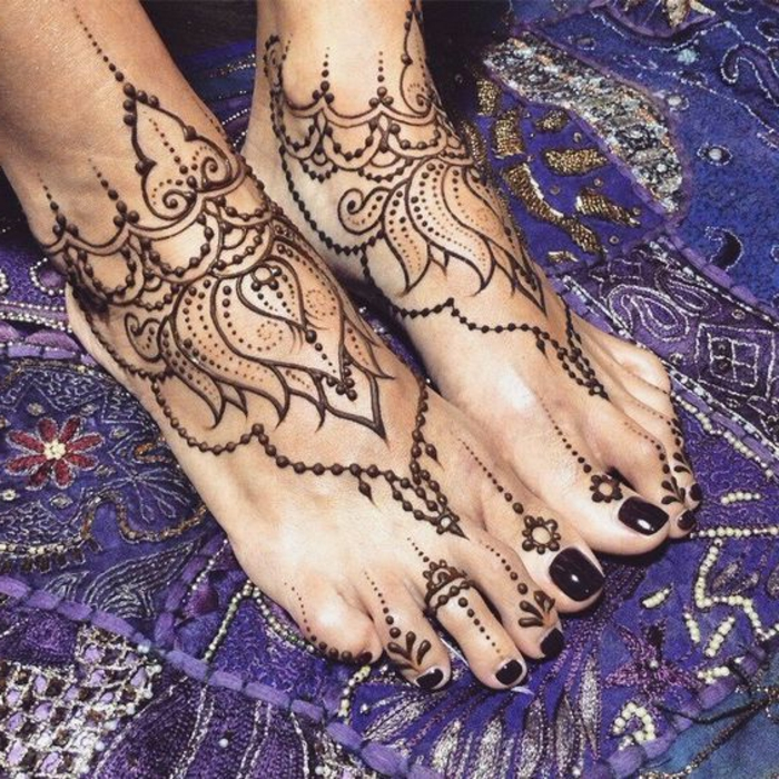 tatuajes-de-henna-para-mujer-en-los-pies-flor-de-loto