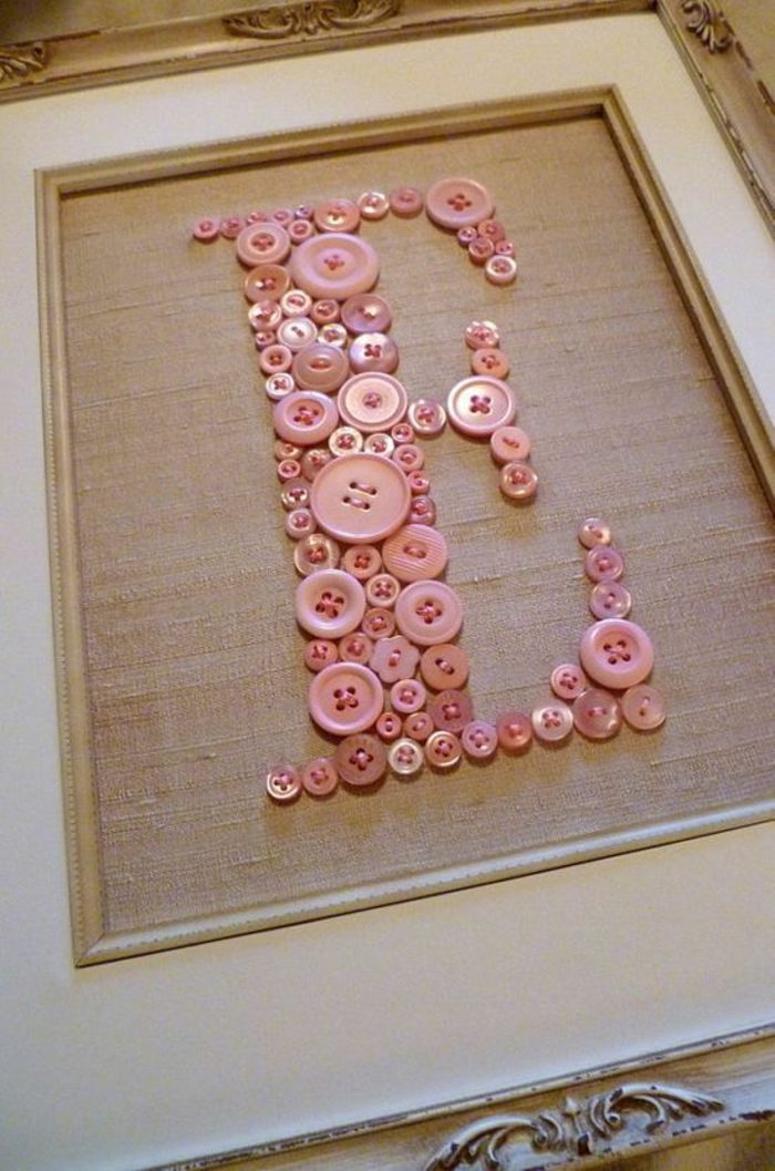 05-manualidades-originales-para-bebes-la-letra-del-nombre-hecha-con-botones