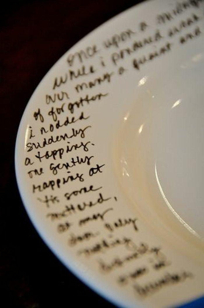 06-manualidades-originales-plato-simple-historia-escrita-con-marcador-sobre-el-plato