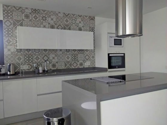 1001 ideas de decorar vuestra cocina blanca y gris - Decoracion azulejos cocina ...