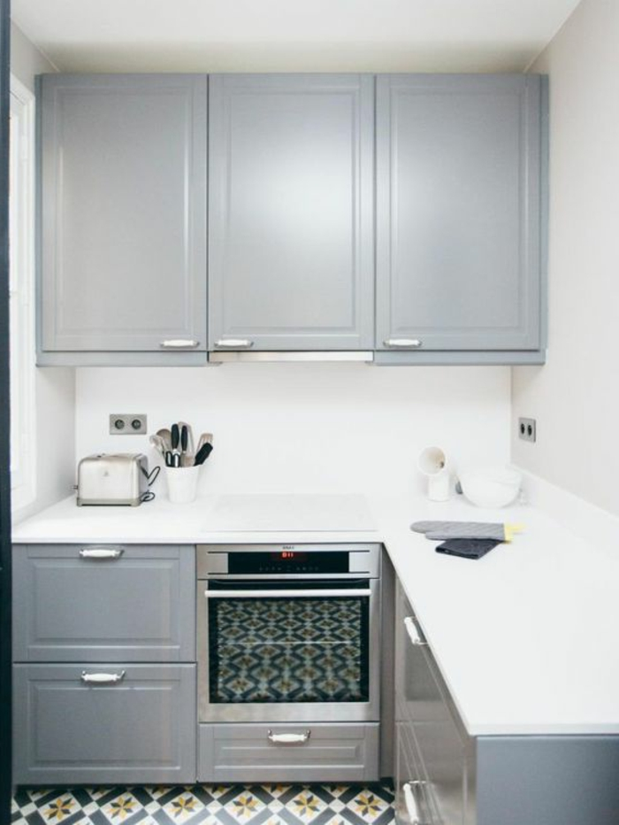 cocina-rústica-pequeña-horno-integrado-azulejos-interesantes-paredes-blancos
