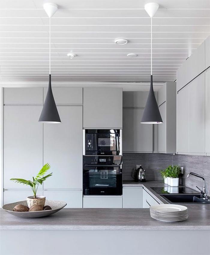 1001 ideas de decorar vuestra cocina blanca y gris for Disenos de muebles de cocina colgantes