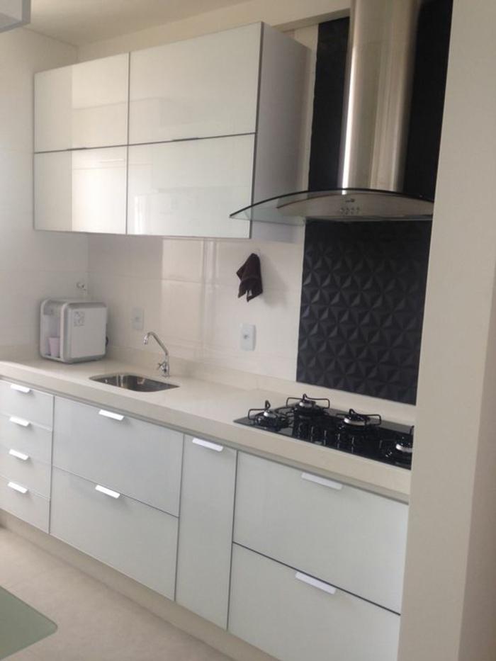 cocinas-blancas-fregadero-pequeño-diseño-moderno-espacio-pequeño-tonos-frios