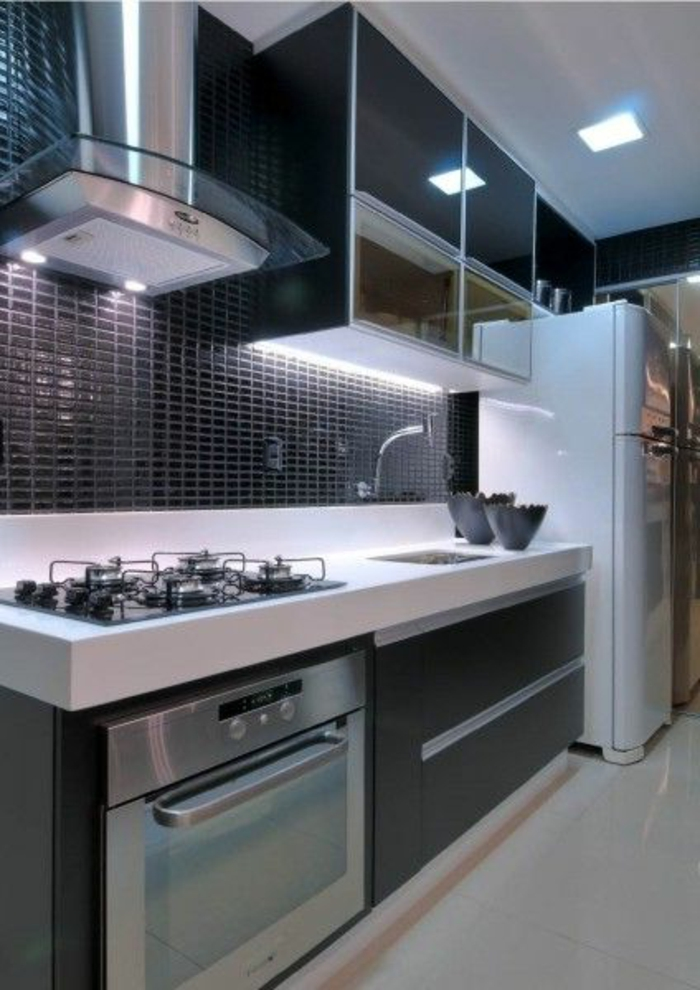 cocinas-blancas-horno-integrado-diseño-moderno-balsa-blanca-frigorifico-blanco