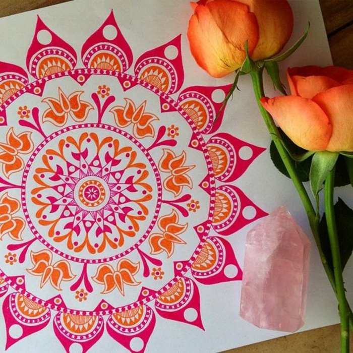 dibujar-mandalas-colores-vivos-rosa-amarillo-mandala-interesante-motivos-florales