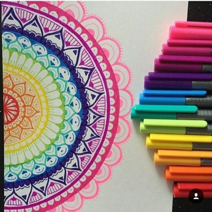 dibujar-mandalas-muchos-colores-vibraciones-positivas-interesante-creativo