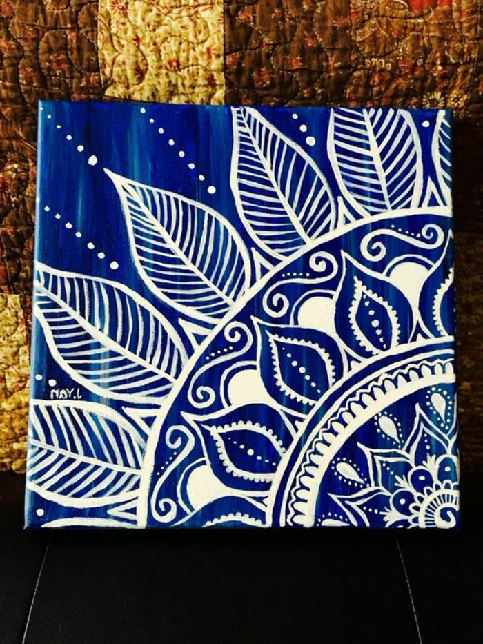 dibujar-mandalas-parte-de-mandala-como-cuadro-fondo-azul-mandala-en-blanco