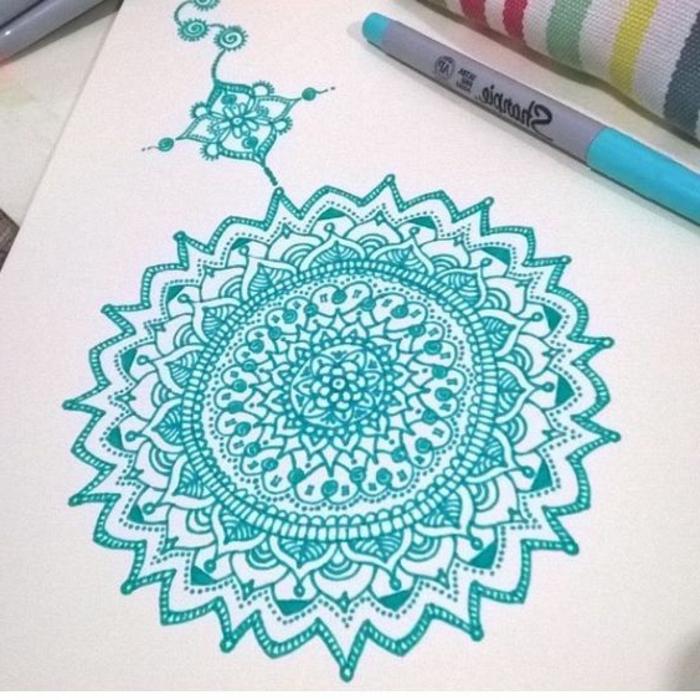 dibujos-de-mandalas-color-azul-flores-mandalas-de-relajar-diseño-simple