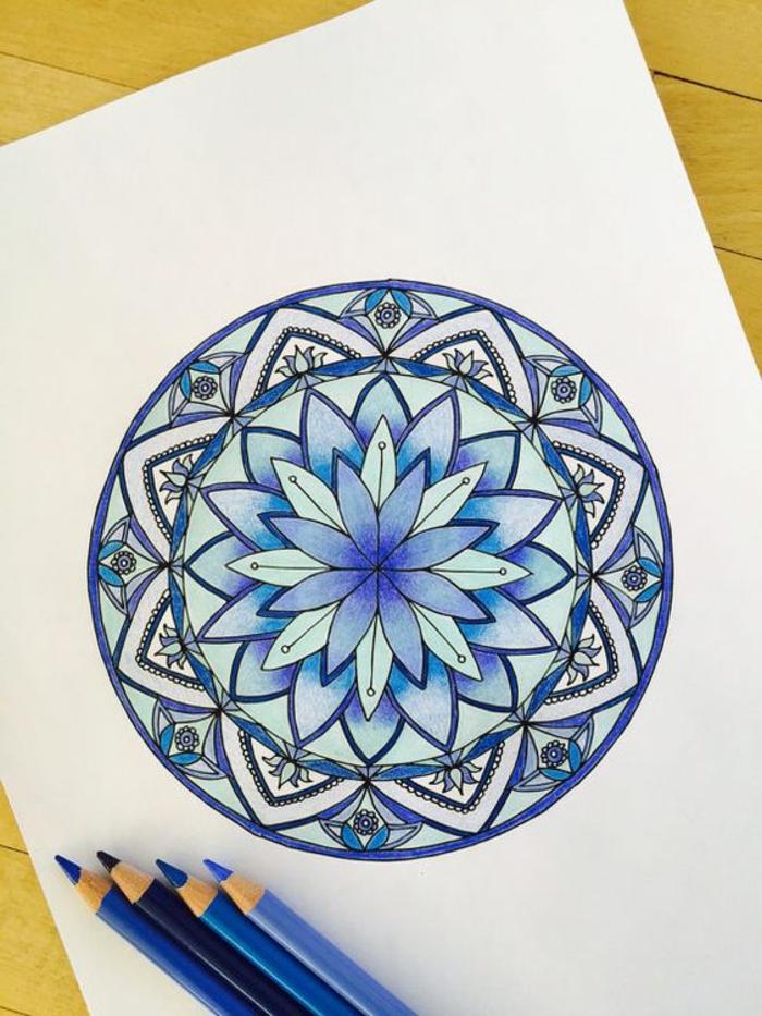 dibujos-de-mandalas-flor-de-loto-tonos-azules-coloreado-con-lapices-interesante