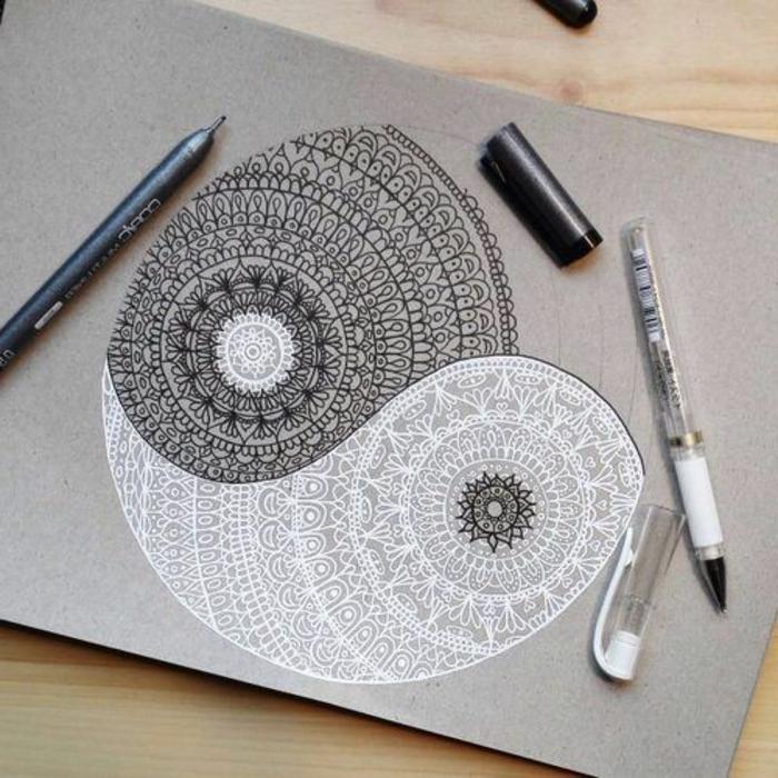 dibujos-de-mandalas-fondo-gris-colores-blanco-y-negro-en-simbolo-de-yin-yan