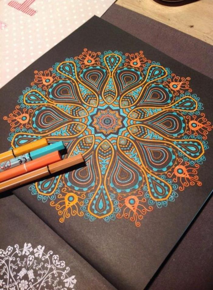 dibujos-de-mandalas-fondo-negro-mandala-de-colores-amarillo-azul-diseño-interesante