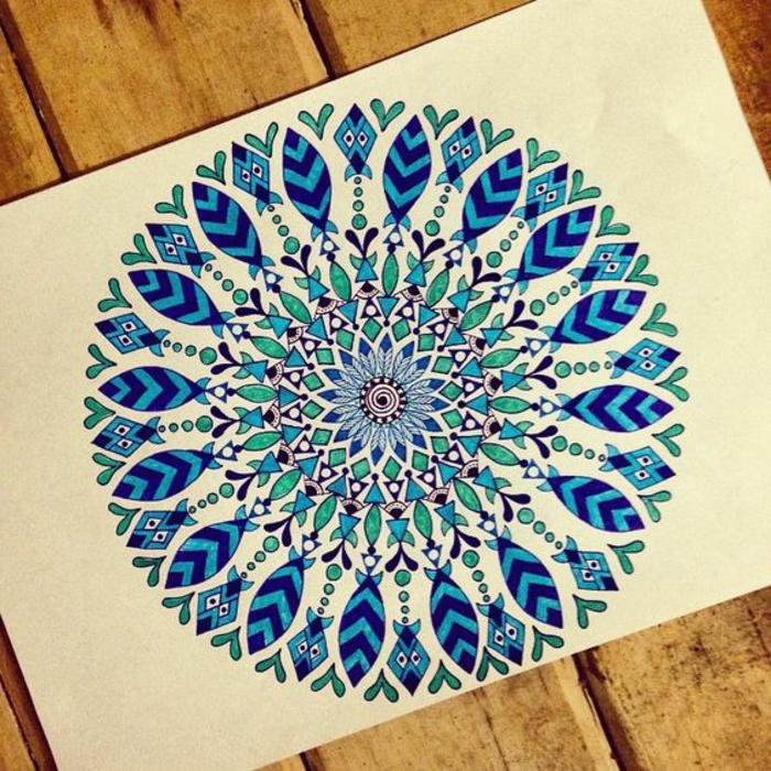 dibujos-de-mandalas-simples-diseño-interesante-tonos-azules-relajante