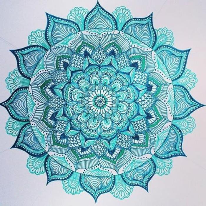 dibujos-de-mandalas-tonos-azles-muy-detallada-bonita-fondo-blanco-flor