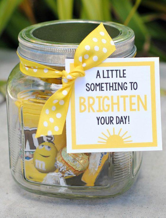 ideas-para-regalar-tarro-lleno-de-caramelos-y-otras-dulces-cosas