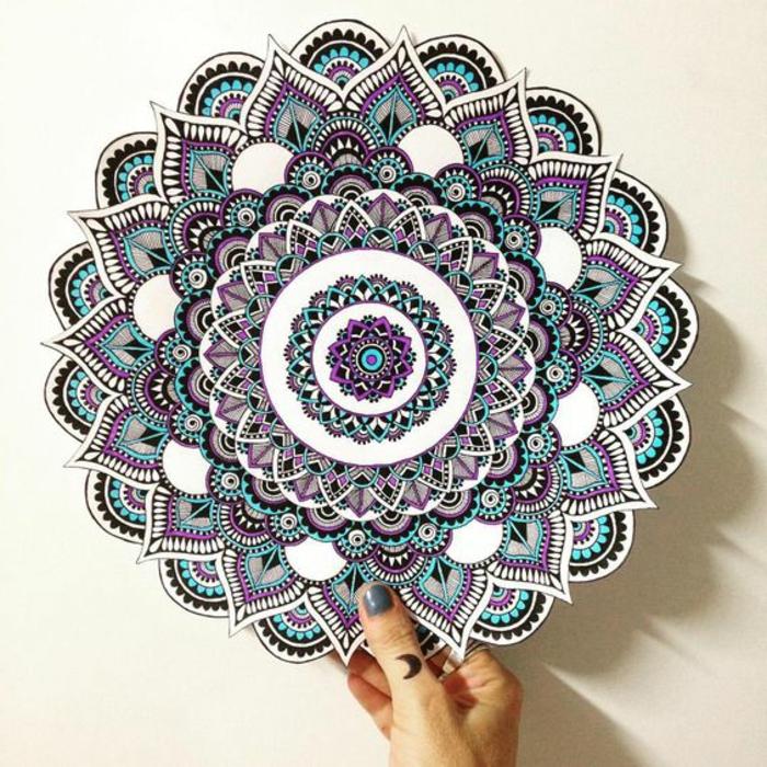 mandalas-para-colorear-detallada-interesantes-violeta-azul-complicada-de-dibujar