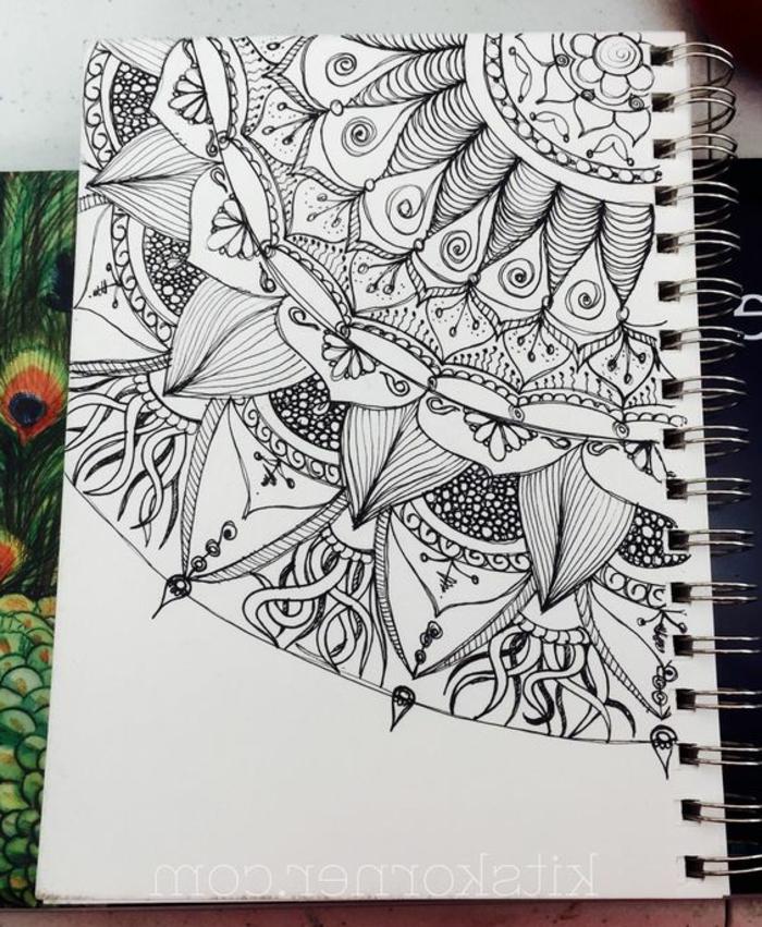 mandalas-para-colorear-dibujo-simple-con-marcador-negro-fondo-blanco