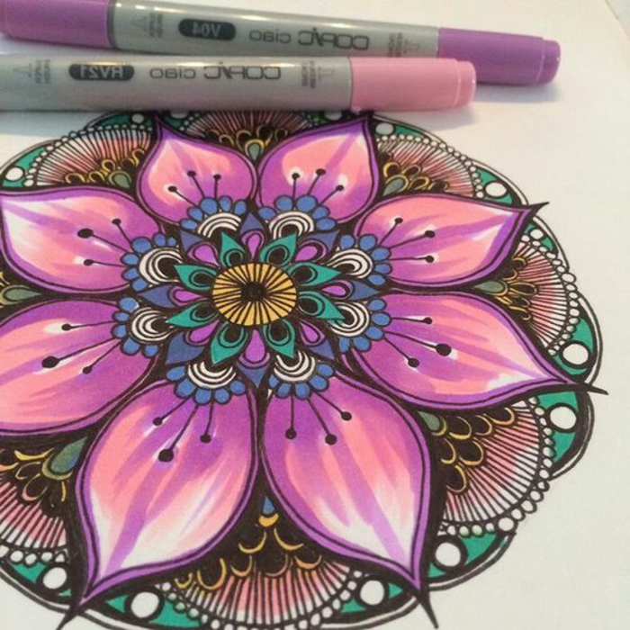 mandalas-para-colorear-diseño-simple-elemento-de-flor-tonos-suaves-violeta-copic-markers