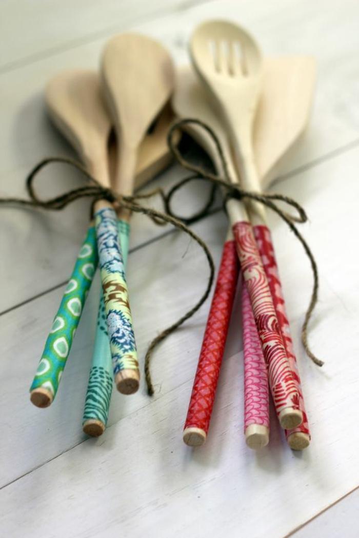 manualidades-originales-cucharas-de-madera-decoradas-con-tela