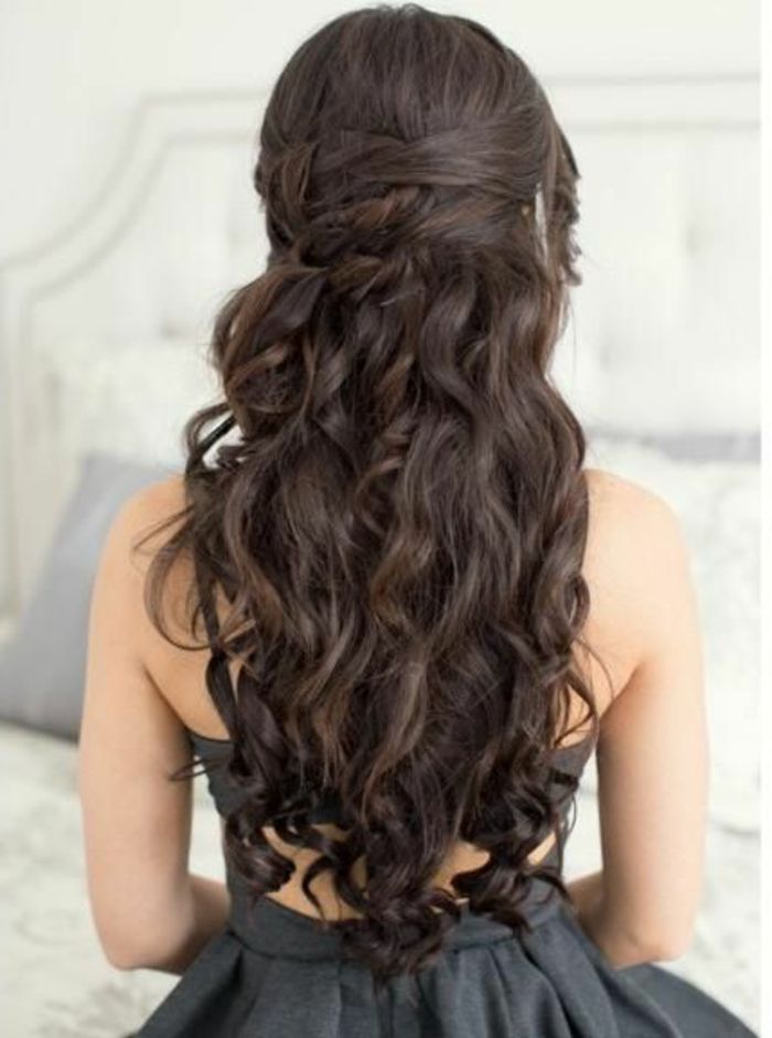 peinados-de-fiesta-pelo-largo-castaño-rizado-medio-recogido-flequillo-rizado-elegante