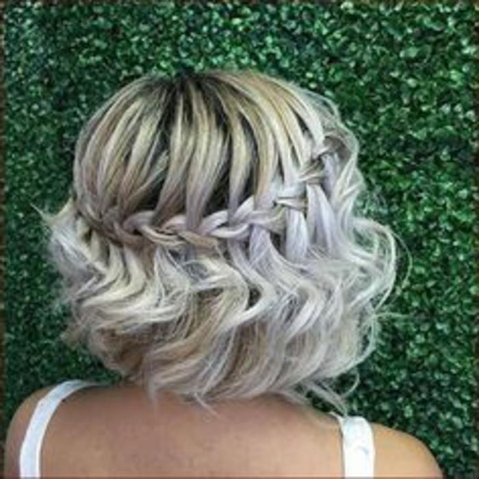 recogidos-sencillos-pelo-corto-rubio-rizado-trenza-cascada-muy-interesante-atractivo