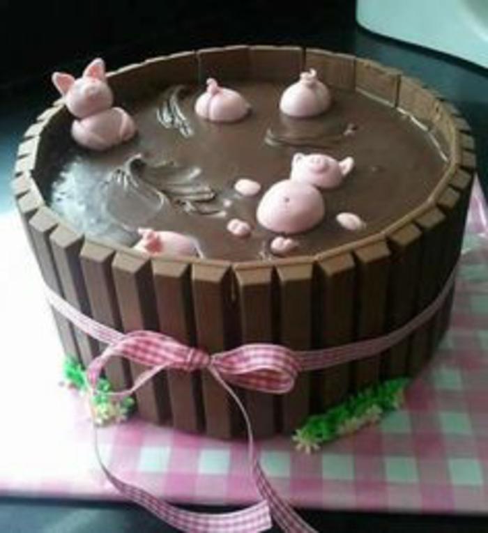 tarta-de-cumpleaños-de-chocolate-figuras-de-azúcar-tarta-de-niños-original