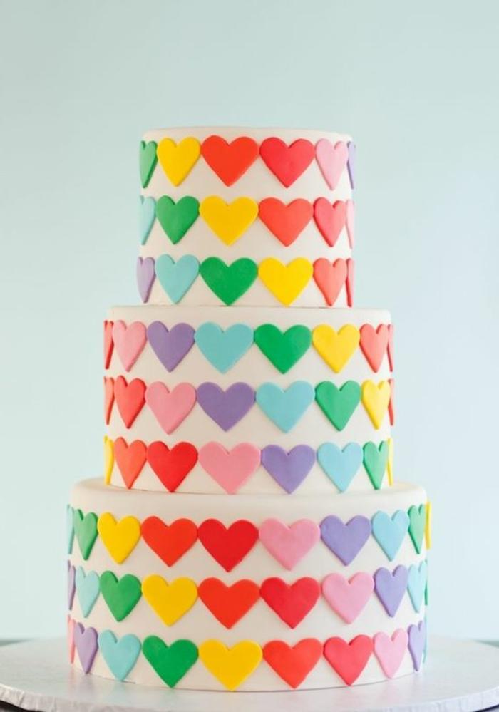 tartas-de-cumpleaños-corazones-en-diferentes-colores-tarta-grande
