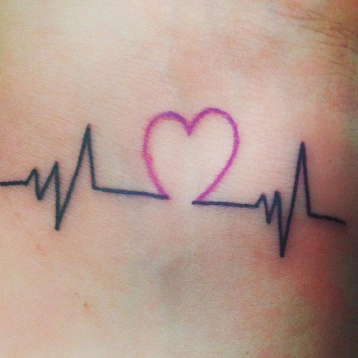tatuajes-pequeños-corazon-rosa-ritmo-del-corazon-tatuaje-original-bonito
