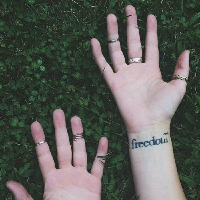 tatuajes-pequeños-en-la-nuca-libertad-escrito-creativo-bonito