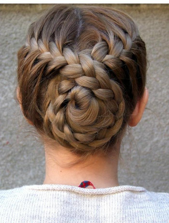 trenzas-de-moda-pelo-recogido-largo-dos-trenzas-unidas-interesante-original