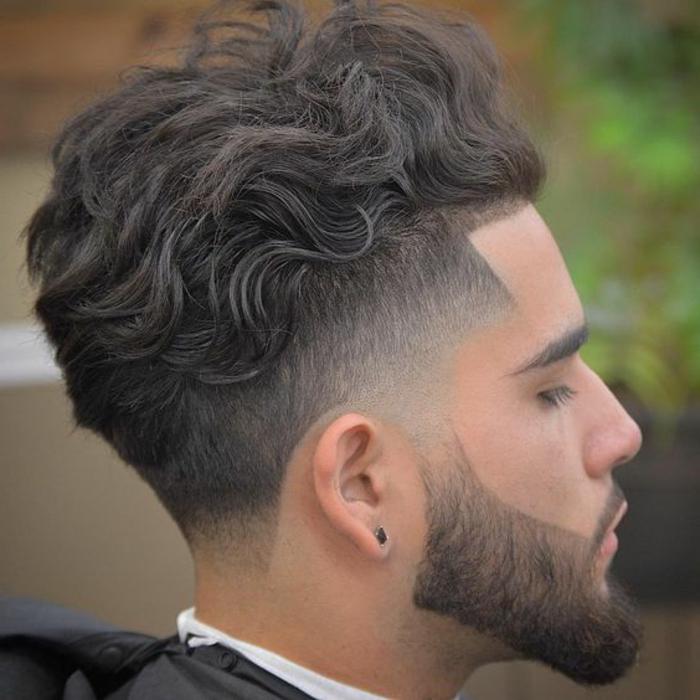 barbas-de-moda-pelo-ondulado-en-corte-interesante-barba-en-forma-bien-hecha