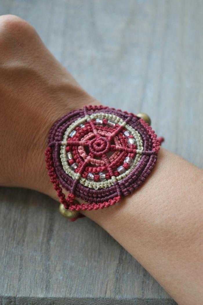 como-hacer-pulseras-de-hilo-interesante-diseño-interesante-femenino-rojo