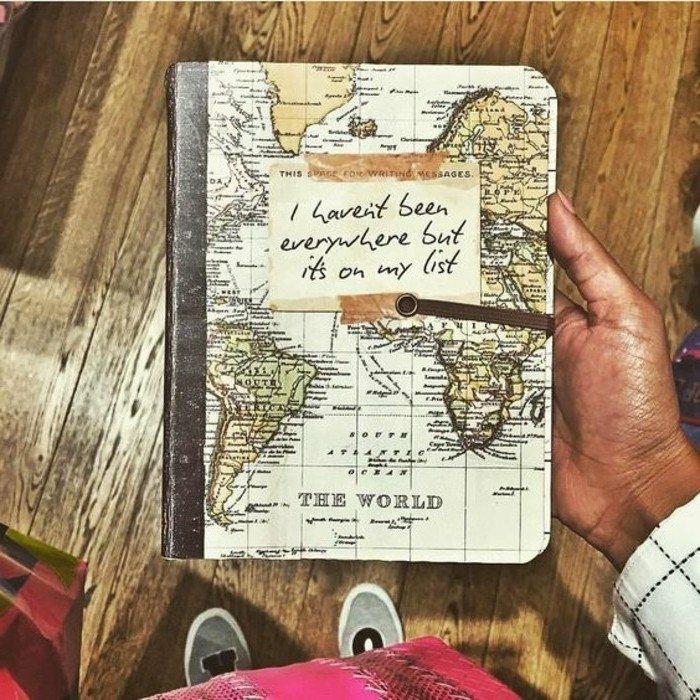 cuaderno-de-viaje-con-mapa-escribir-para-los-viajes-memorias-interesante