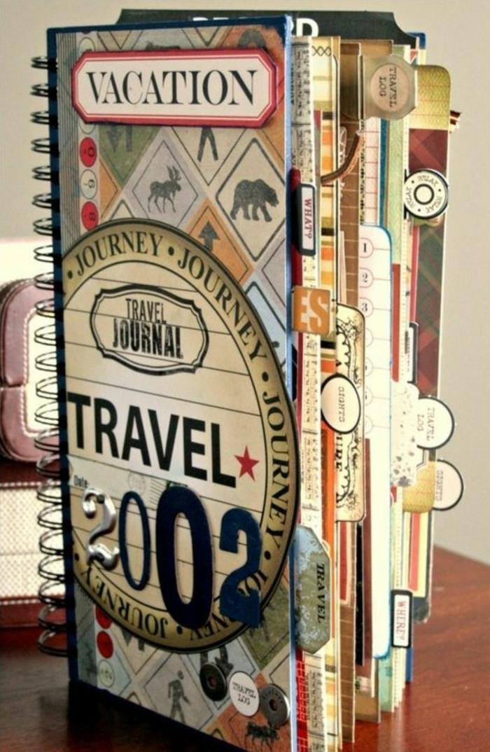 cuaderno-de-viaje-de-color-notas-y-pegatinas-con-las-memorias