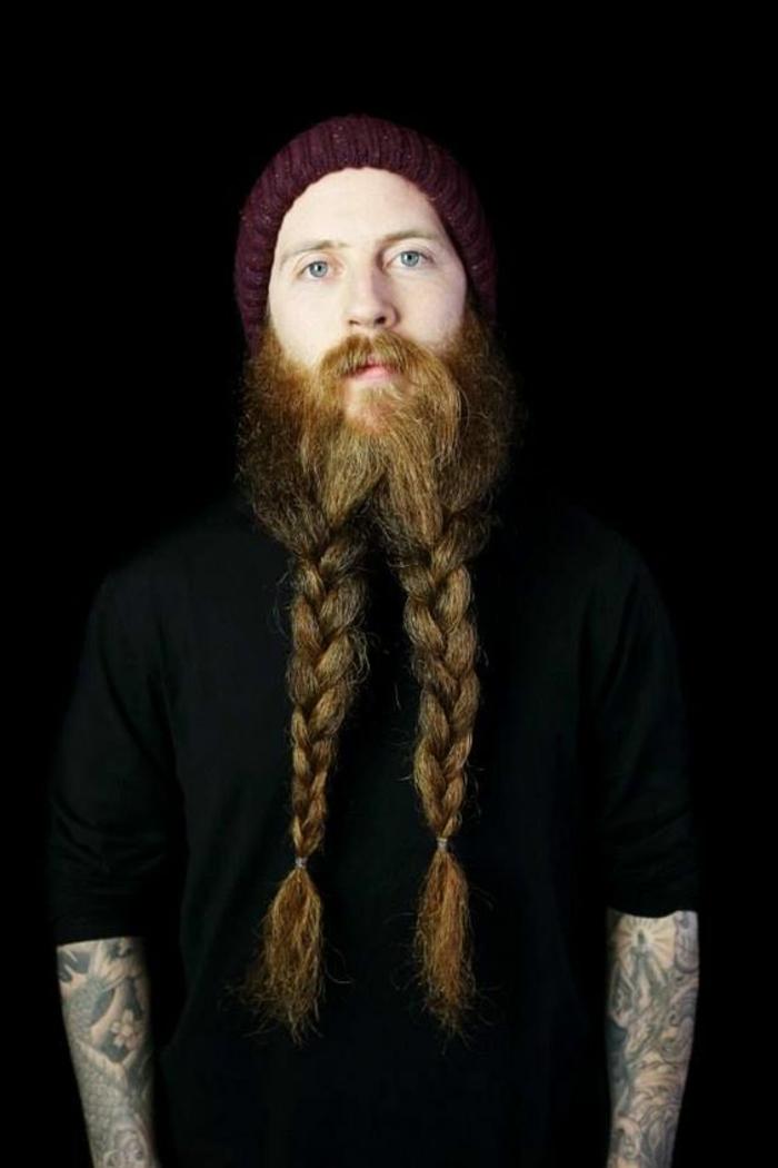 estilo-de-barba-larga-en-dos-trenzas-rubia-hombre-camiseta-blanca-ojos-azules