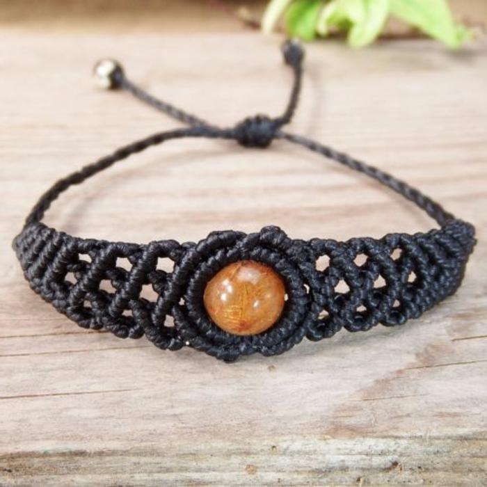 hacer-pulseras-de-macrame-color-negro-interesante-hecho-a-mano-piedra-preciosa-diseño-original