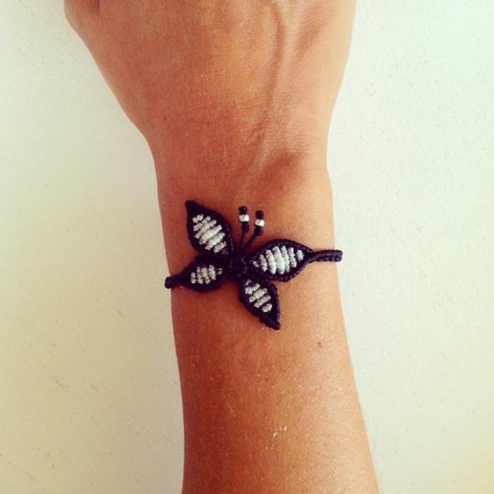 pulseras-de-macrame-elegante-mariposa-azul-y-blanco-original-hecho-a-mano