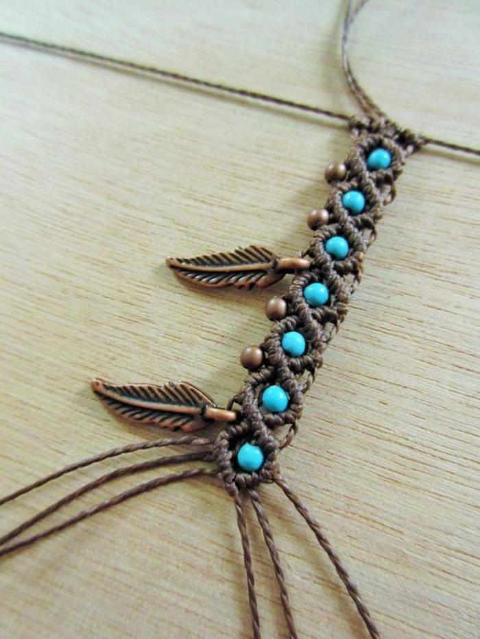 pulseras-de-macrame-hecha-a-mano-con-perlas-en-color-azul-femenino-elegante